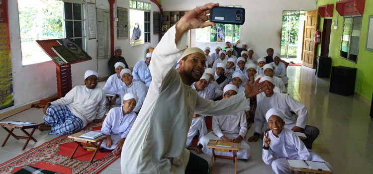 Joshua taking a selfie with students at Madrasah Maahad Tahfiz Al-Fityan (U.S. Embassy photo)